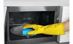 Poradíme Vám, jak účinně vyčistit mikrovlnku přírodní metodou