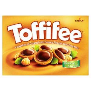 Toffifee Celá jádra lískových ořechů v karamelu s lískoořechovým krémem a čokoládou 400g